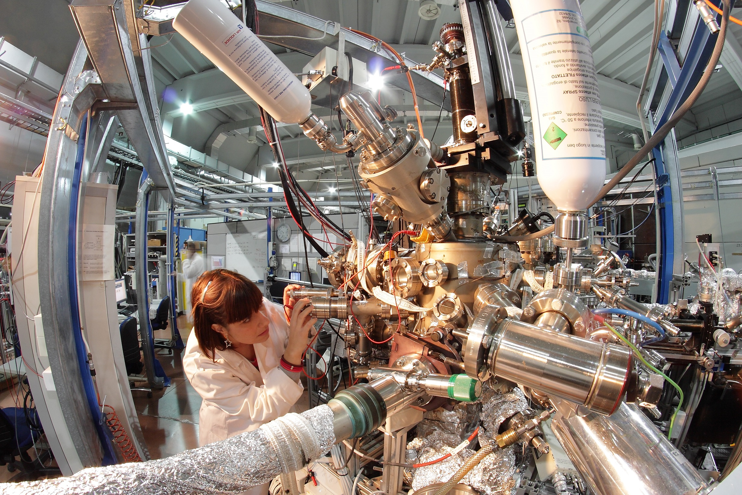 Dimostrata la capacità della luce di modificare le proprietà elettroniche dei superconduttori