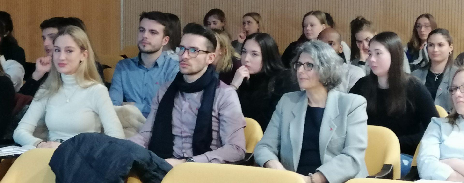 Studenti di Economia della Wiesbaden Business School visitano Area